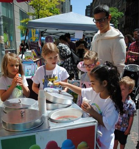 kidpreneur-india-jolie-selling-itallain-ice-childrens-museum-of-the-arts-kids-fair