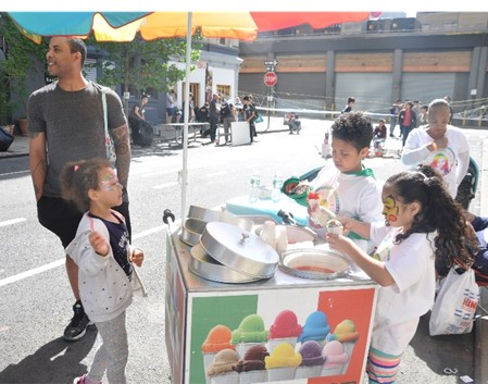2-kids-selling-italian-ices-kidpreneur-india-jolie-with-brother-at-childrens-museum-of-the-arts-block-party