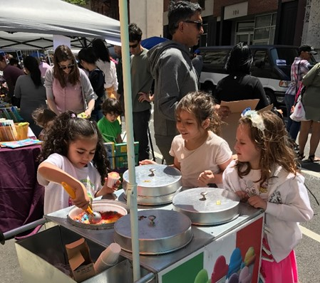 girl-serving-italian-ice-kids-business-childrens-museum-of-the-arts-block-party