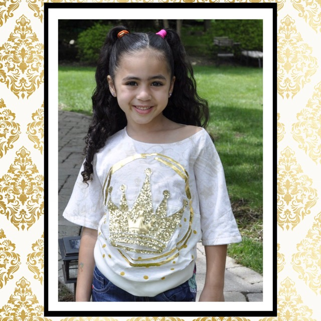 India Jolie wearing golden sequin crown desigual kids cropped s/s shirt